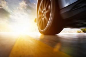 Pneus em alta velocidade mostram como rebaixar o carro