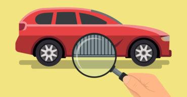 Lupa sobre a lataria do carro simbolizando uma das formas de cuidado no processo de como tirar adesivo do carro