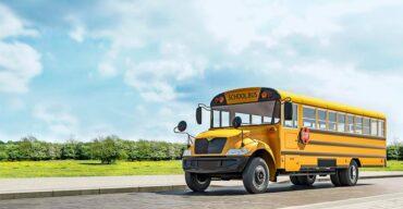 Vemos um transporte escolar. Leia o artigo e saiba porque o LIT da inspeção de veículos escolares é essencial!